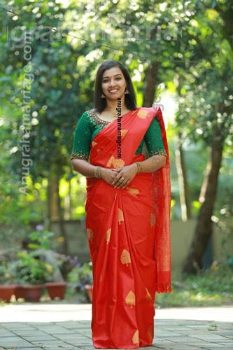 Sandra - Dheevara (DIvorced - Pooyam) 8547394787