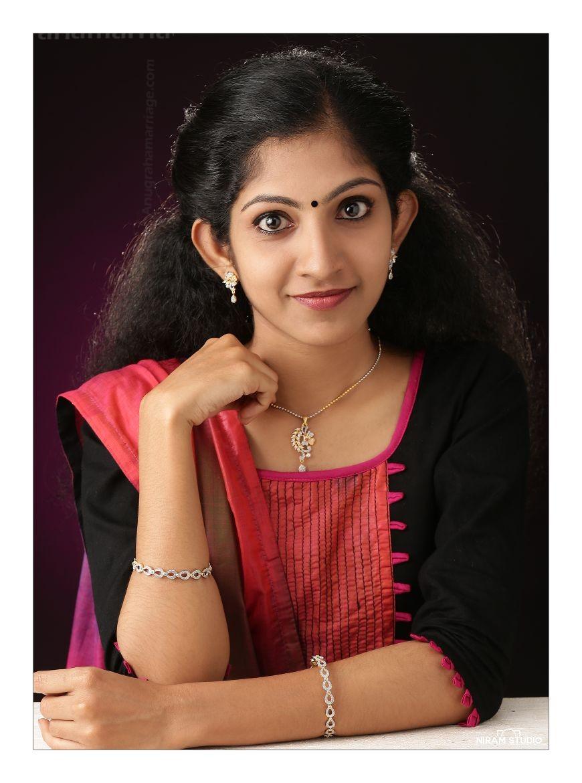 Dr. Neenu Prakash  (Chothi - 1/2 Papam) 9895308702
