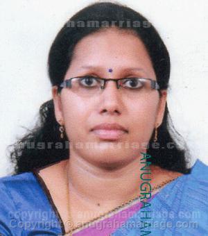 Anila.N.S - Divorced. Boy 7 year.  (Pooruruttathi - Dosham) 9847840603