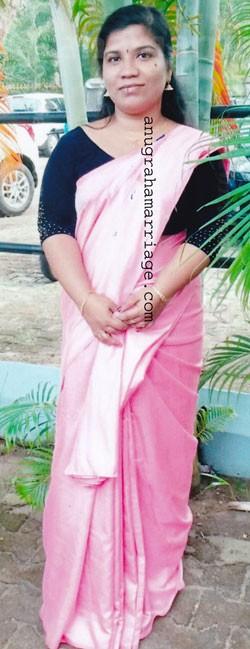 Rajini P.C.-Divorced  (Uthram) 0487 2393663, 9446028333