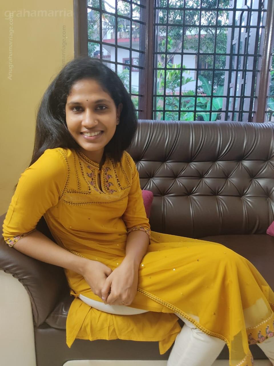 Malavika Santhosh (chithira)