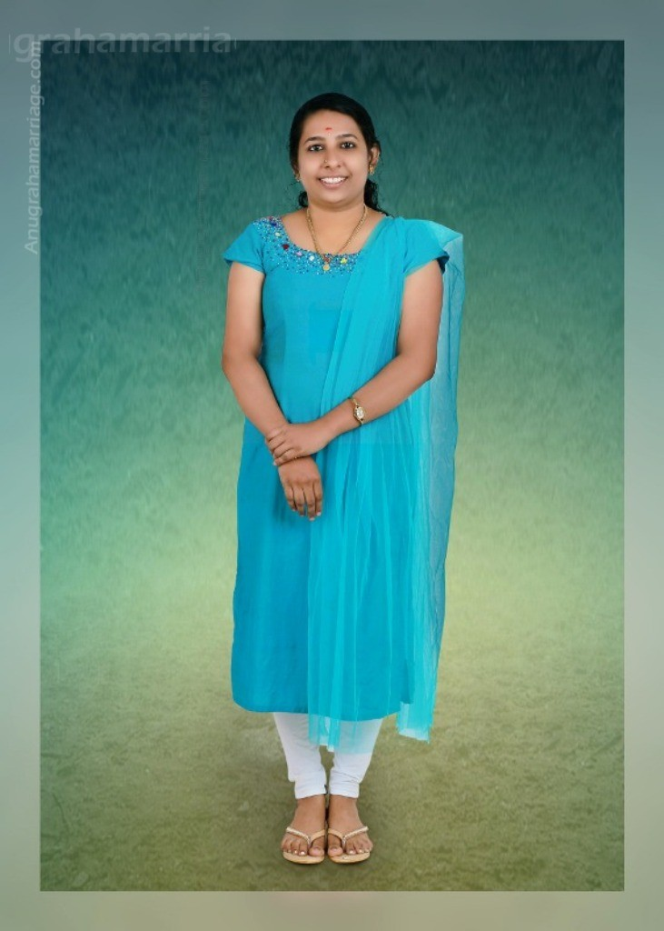 Navya Suresh (Revathi)