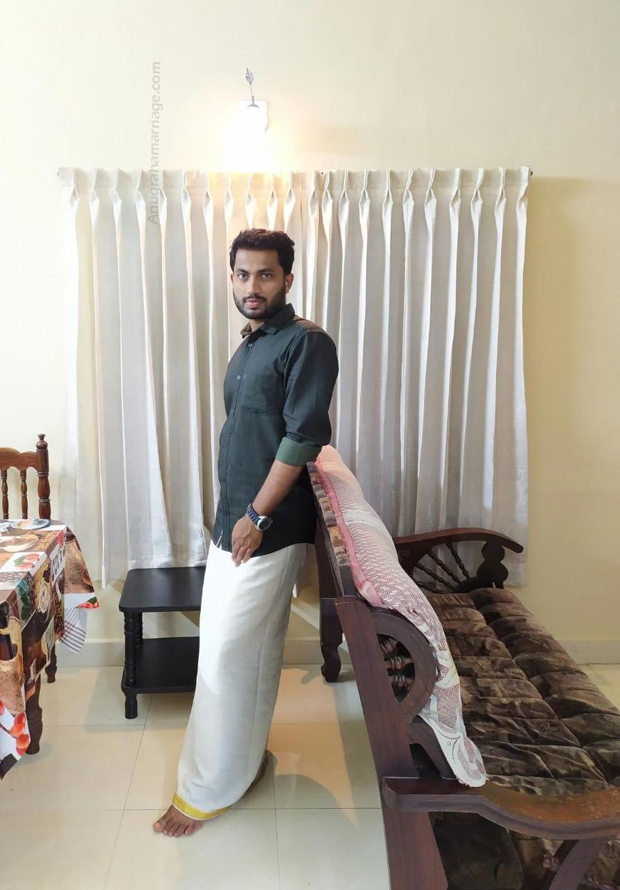 Vysakh Gopi (Vishakam - Sudham) 9846030253