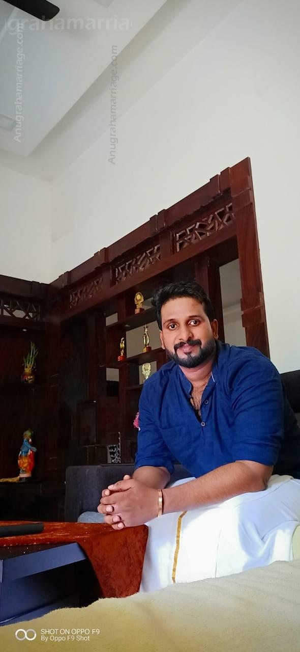 Nidhin Narayan (Karthika) 9946292977